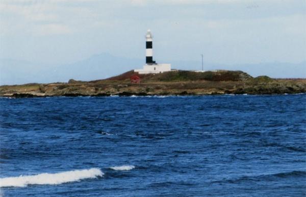 弁天島の大間崎灯台